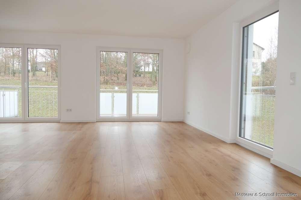 Neubauobjekt! Helle 3 Zi.-Wohnung mit 2 Balkonen und Blick ins Grüne! Tageslichtbad, TG-Stellplatz