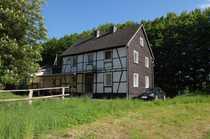 Sanierungsbedürftiges freistehendes Einfamilienhaus mit Nebengebäude