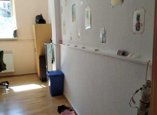 ein gemühtliches Zimmer im Studentenwohnheim neben Studienkolleg und Hochschule