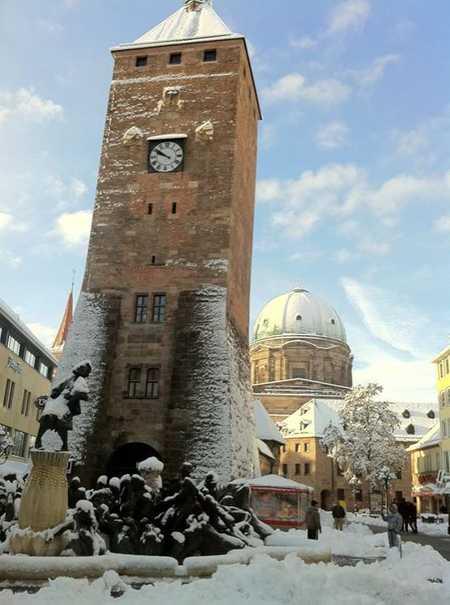 Stilvolle, ZENTRALE u. RUHIGE, neuwertige 2-Zi-EG-Whg. mit 13qm Terrasse und Einbauküche in Nürnberg in Altstadt, St. Lorenz (Nürnberg)