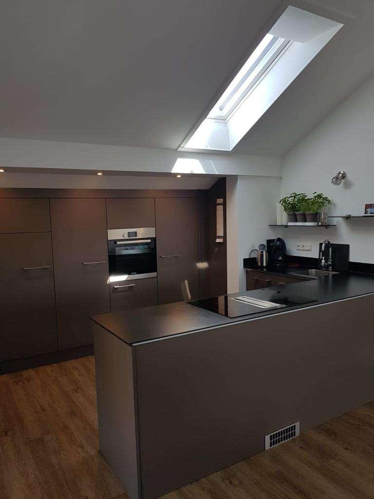 Neuwertige 2-Zimmer-DG-Wohnung mit Einbauküche in Straubing