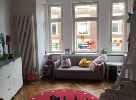 Zentrumsnahe 5-Zi-Altbauwohnung mit Balkonen und Gartenanteil