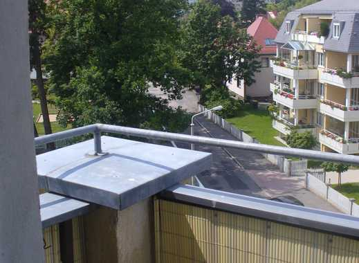Balkonwohnung für Senioren mit betreutem Wohnen im repräsentativen Denkmal mit herrlichem Ausblick
