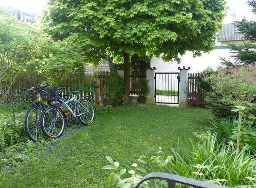 Vermiete helles Souterainzimmer, separater Eingang, eigenes Bad, kleiner Gartenanteil,  Küchenmitben