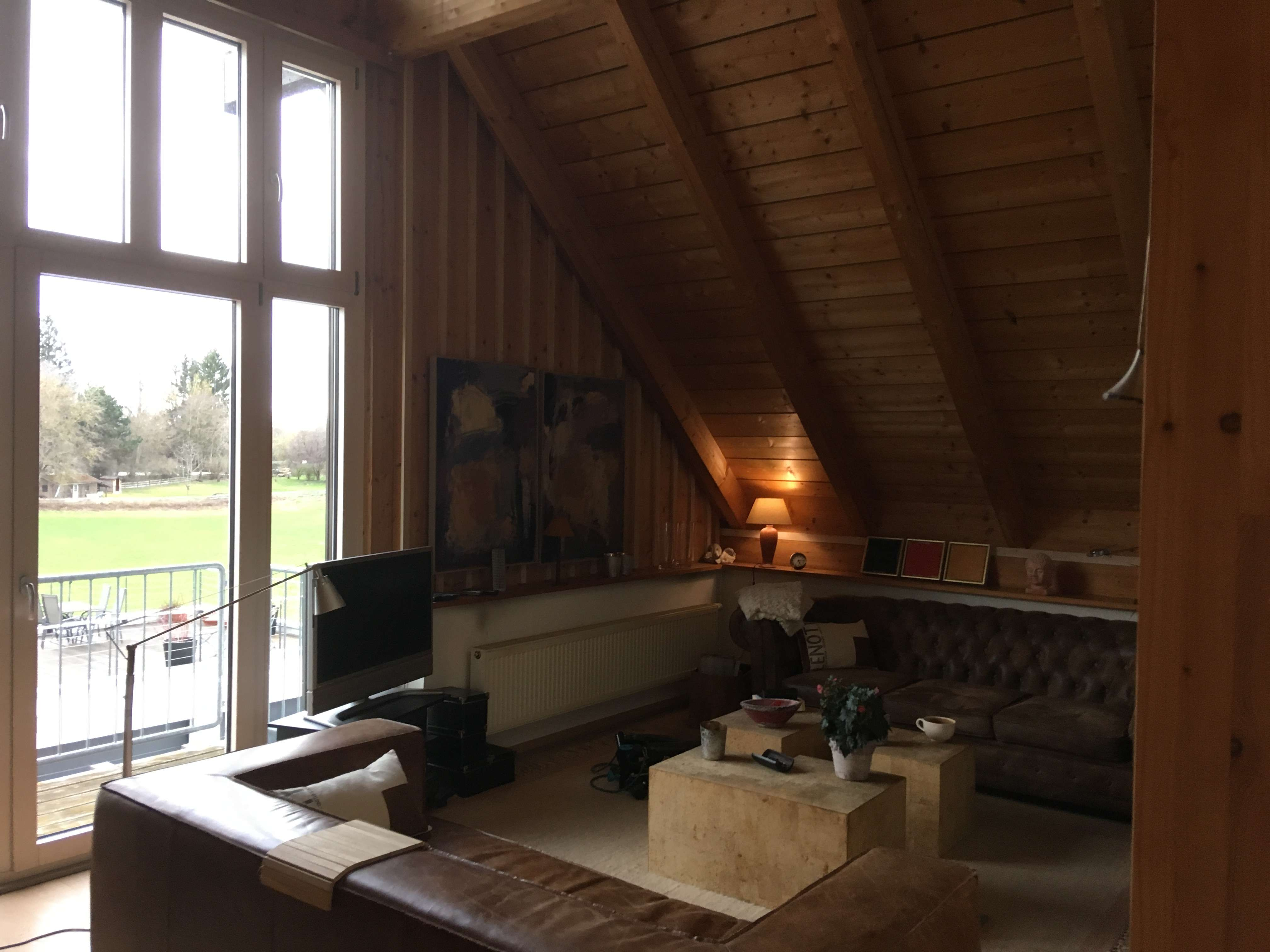 Lichtdurchflutete, geräumige  2-Zi-DG-Wohnung mit 3 Balkonen + Gartenanteil in Attenkirchen