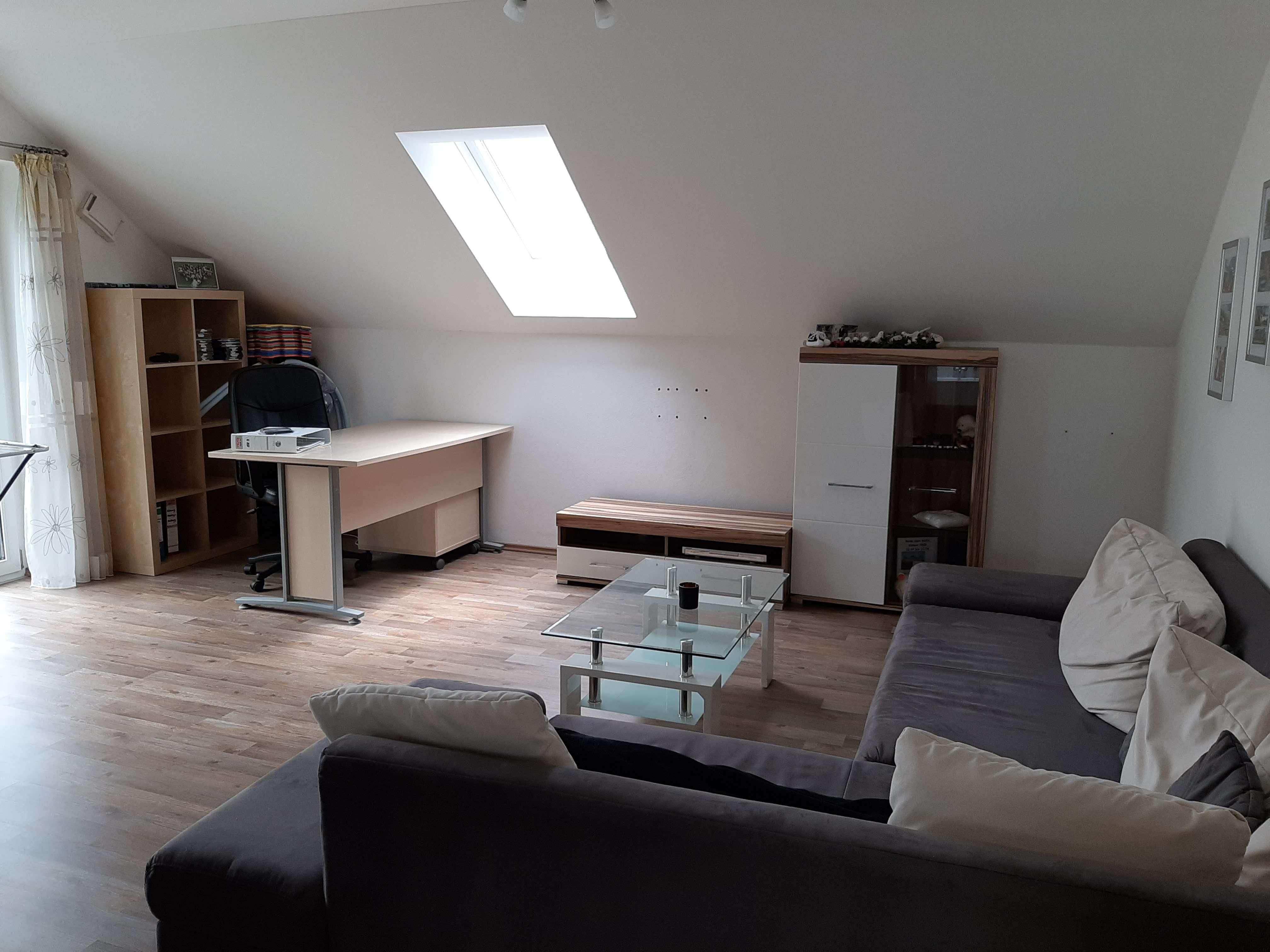 Freundliche 2-Raum-DG-Wohnung mit EBK und Balkon in Großberg in