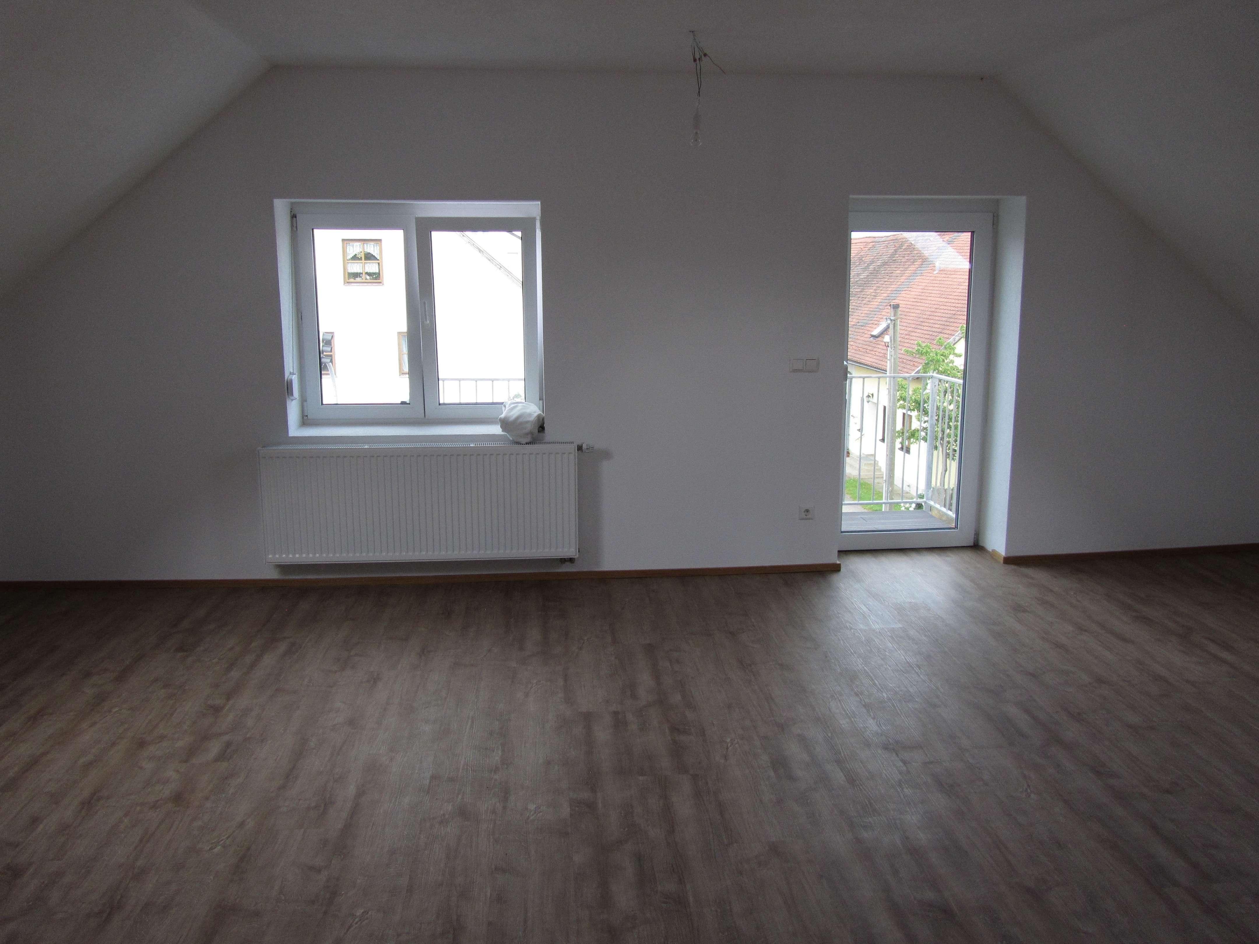 Erstbezug: attraktive 2-Zimmer DG-Wohnung mit Balkon, gehobene Ausstattung, in Hiltenfingen