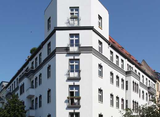 VOLLMÖBLIERTE 2 Zimmer WE im sanierten Altbau nahe Boxhagener Platz. Anfragen bitte per Mail!