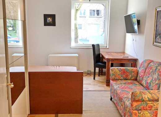 Hell und gemütlich möblierte 1 Zimmer Wohnung mit Sitzküche / zentrumsnah/ ab 01.04.2020 frei