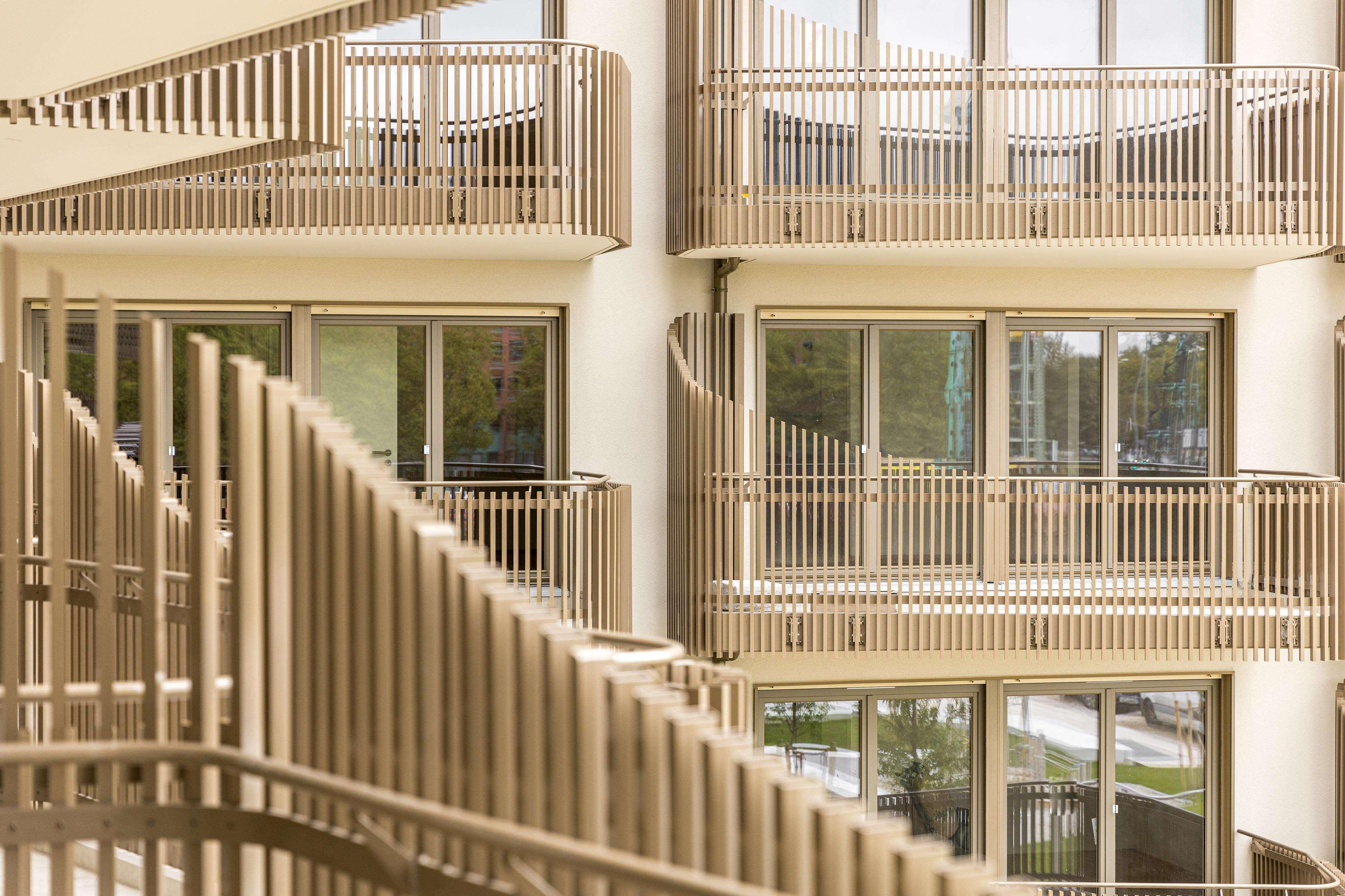 Neubau - Erstbezug * tolles voll möbliertes Apartment mit großem Südbalkon direkt an U5/U7 in Perlach (München)