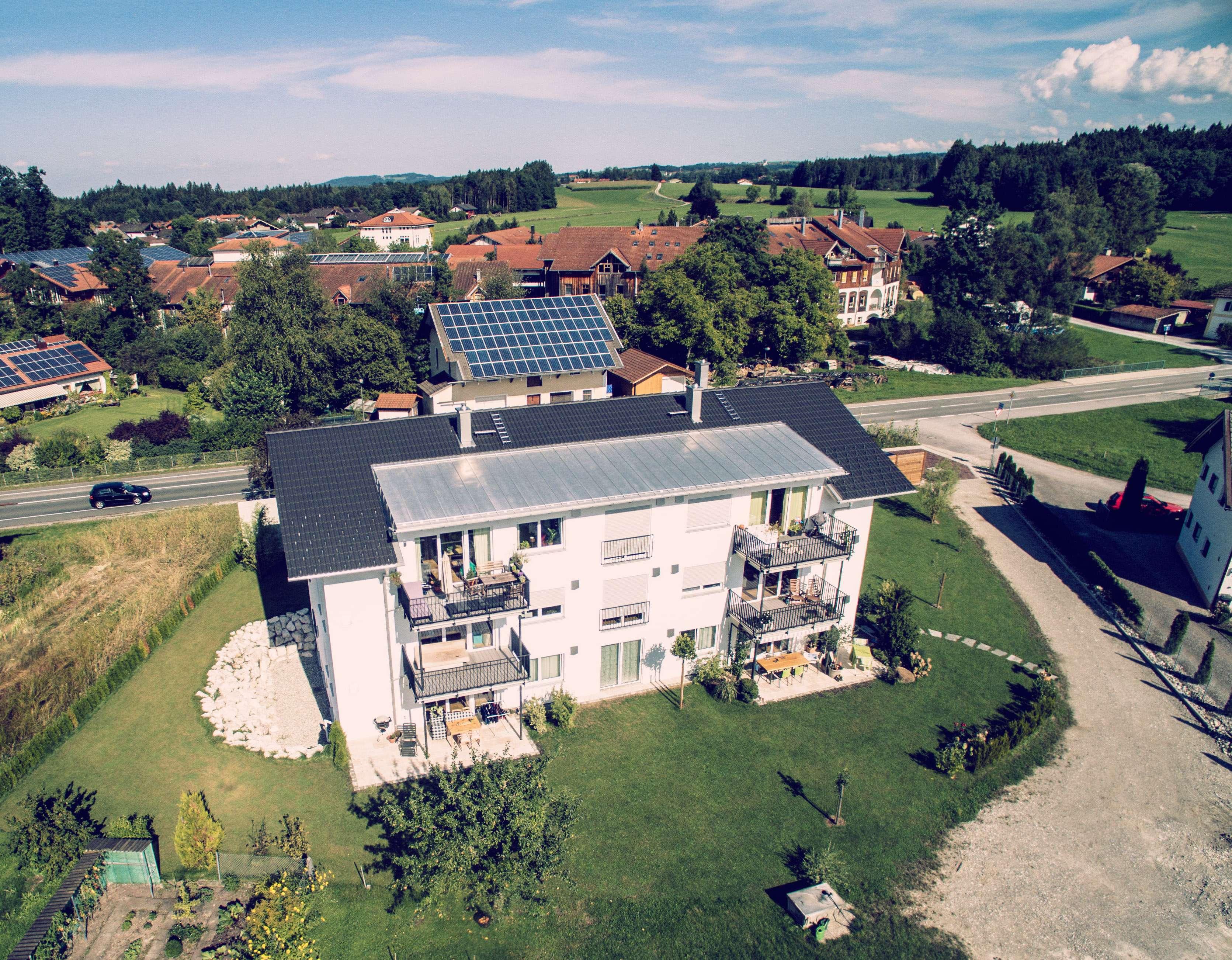 Großzügige Wohnung mit Bergblick und idealer Anbindung an die A8 und Rosenheim in