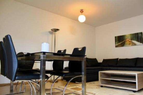 Einziehen und Wohlfühlen! Möblierte Wohnung mit Balkon und Tiefgaragenstellplatz in