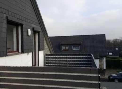 Schöne 4-Zimmer-Maisonette-Wohnung mit Balkon und EBK in Essen Gerschede