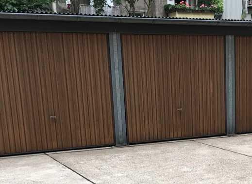 Garage in gesichertem Innenhof