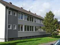 Zwei renovierungsbedürftige Mehrfamilienhäuser Bj 1961