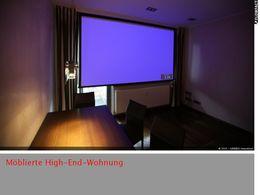 Wohnzimmer mit Leinwand