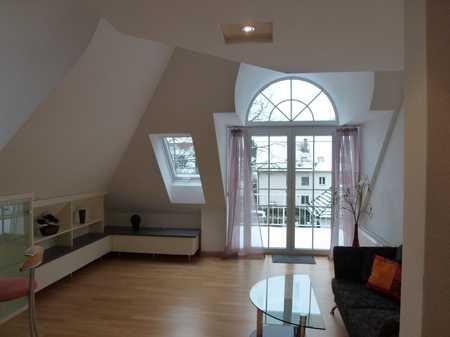 Neuwertige 2,5-Raum-Dachgeschosswohnung mit Balkon und EBK in München-Trudering in Trudering (München)