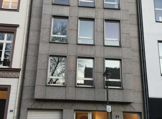 Schöne, geräumige drei Zimmer Wohnung in Düsseldorf, Carlstadt
