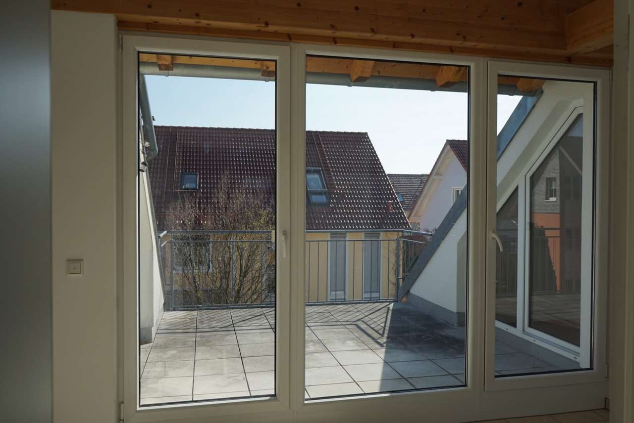 *** wunderschöne Dachgeschosswohnung in einem kleinen Mehrfamilienhaus in ruhiger Lage *** in Hallbergmoos