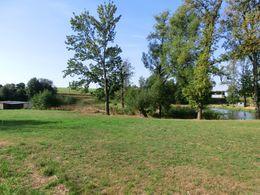 Grundstück mit Teich