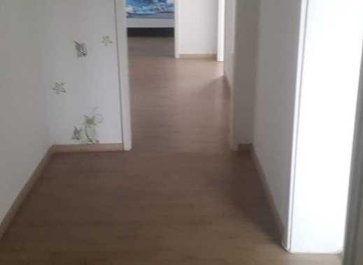 700 €, 110 m², 4 Zimmer