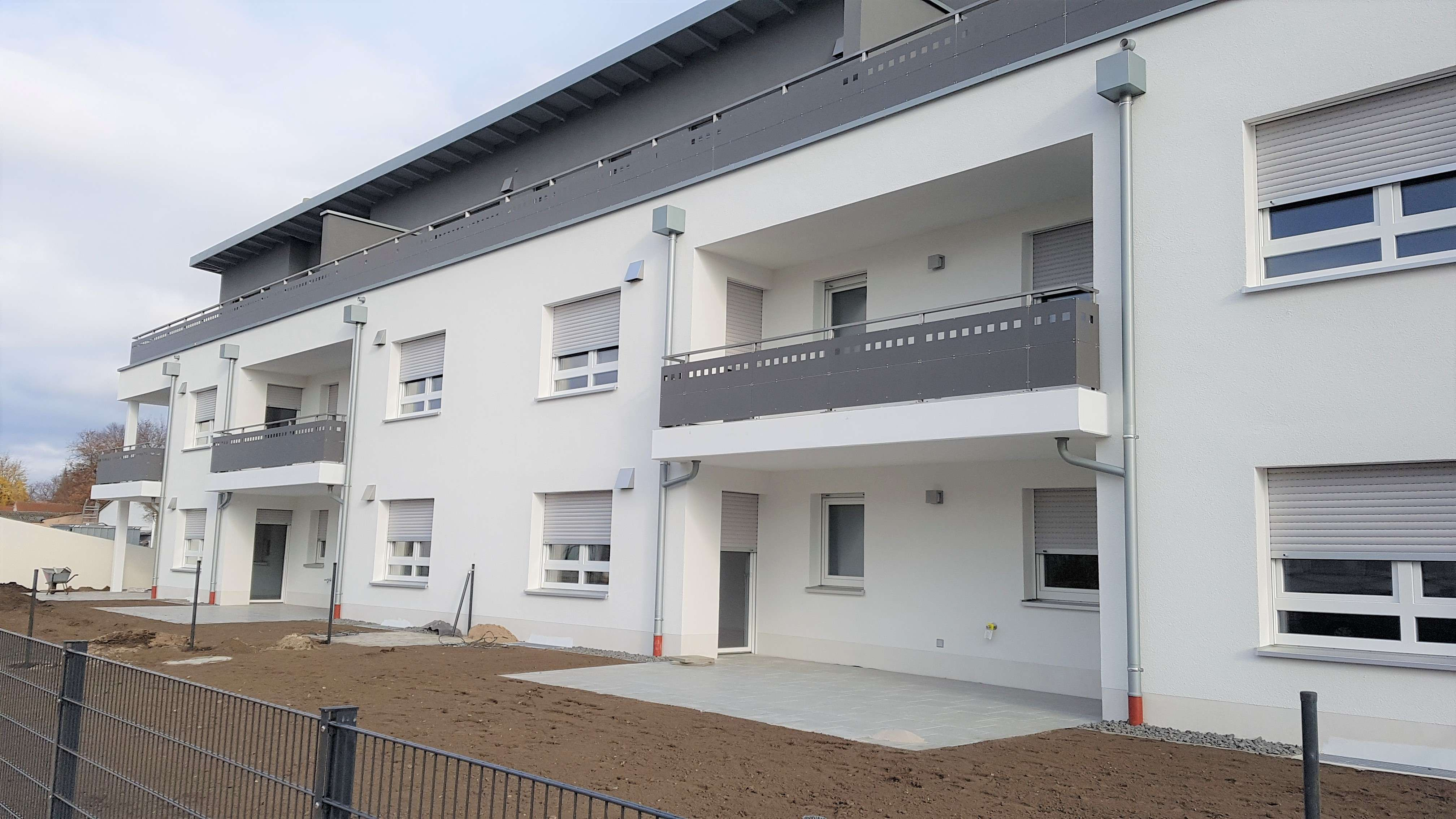 Neue 2-Zimmer-Erdgeschoss-Wohnung mit EBK, Garten, Terrasse uns Stellplatz in Neumarkt in der Oberpfalz (Neumarkt in der Oberpfalz)