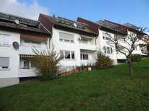 2-Zimmer-Dachgeschoss-Wohnung mit Balkon in gepflegtem