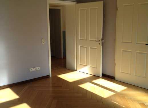 Sehr schöne 8-Raum-Wohnung über zwei Etagen, Parkett, Stuck, Wand-/Fußbodenheizung, Garten, Kamin