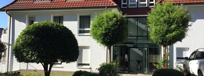 Gepflegte, vollständig möblierte 3-Zimmer-Wohnung mit Balkon u. Aufzug in Porta-Westfalica-Hausberge