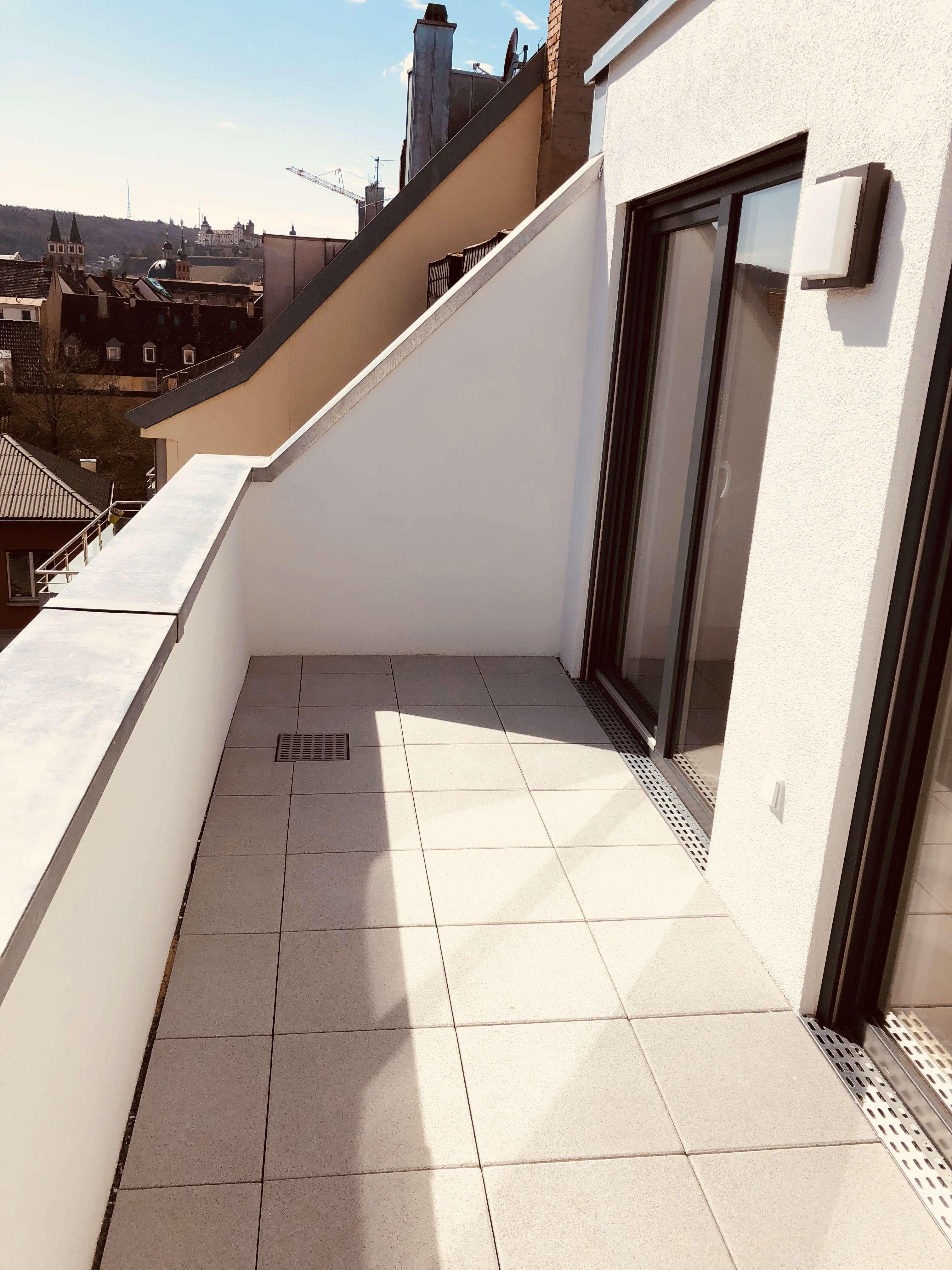2 Zimmer Penthouse Wohnung mit Dachterrasse mitten in der Altstadt in