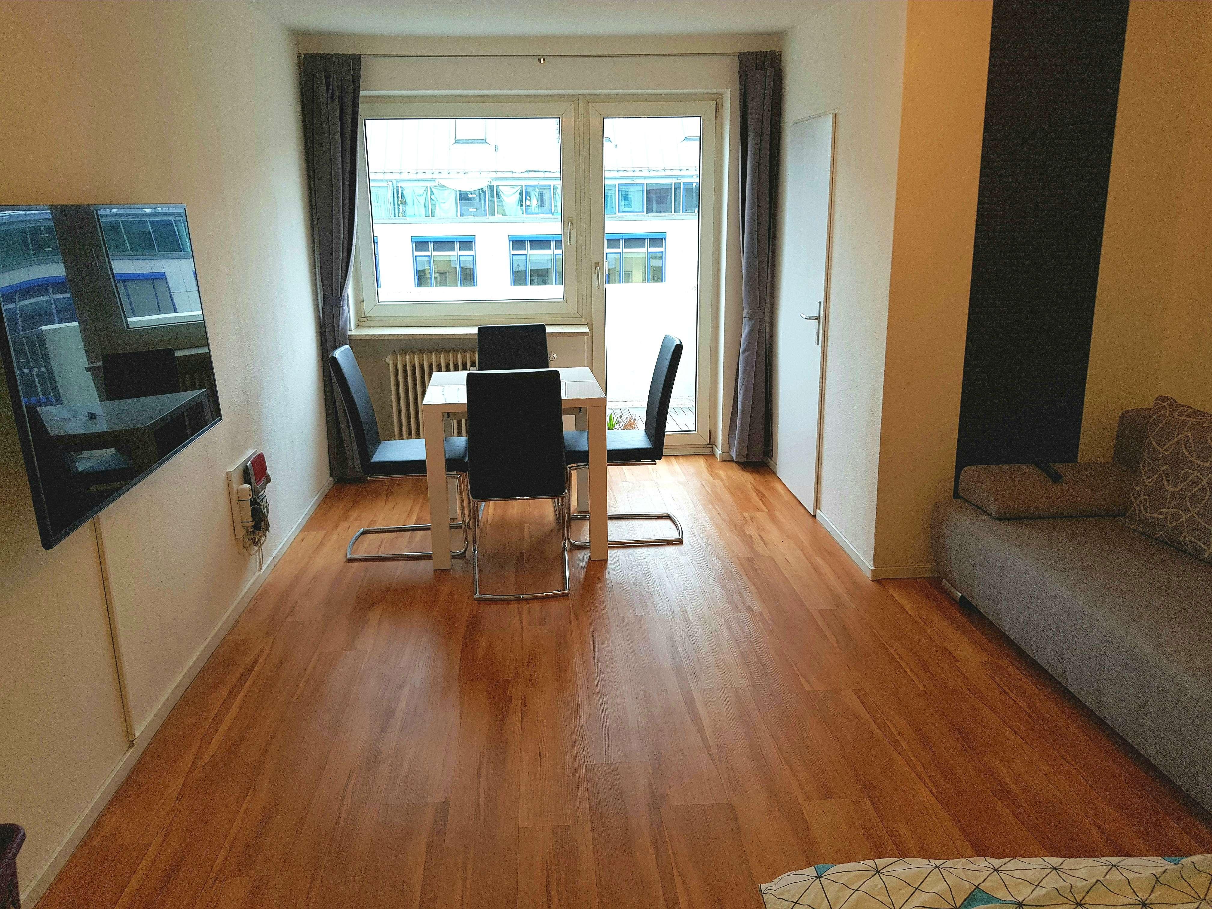 Modern und chic eingerichtete 1-Zimmer Wohnung, West-Balkon. U3/U6 vor der Tür. All incl.!