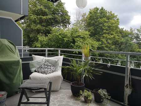 Exklusive, neuwertige 2-Zimmer-Wohnung im 1.OG mit Balkon, Einbauküche und TG-Platz in Aschaffenburg in Damm (Aschaffenburg)