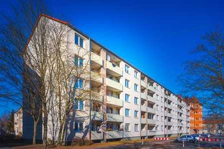 Helle renovierte 2-Zimmer-Wohnung mit Loggia zu vermieten  in Hohe Marter (Nürnberg)