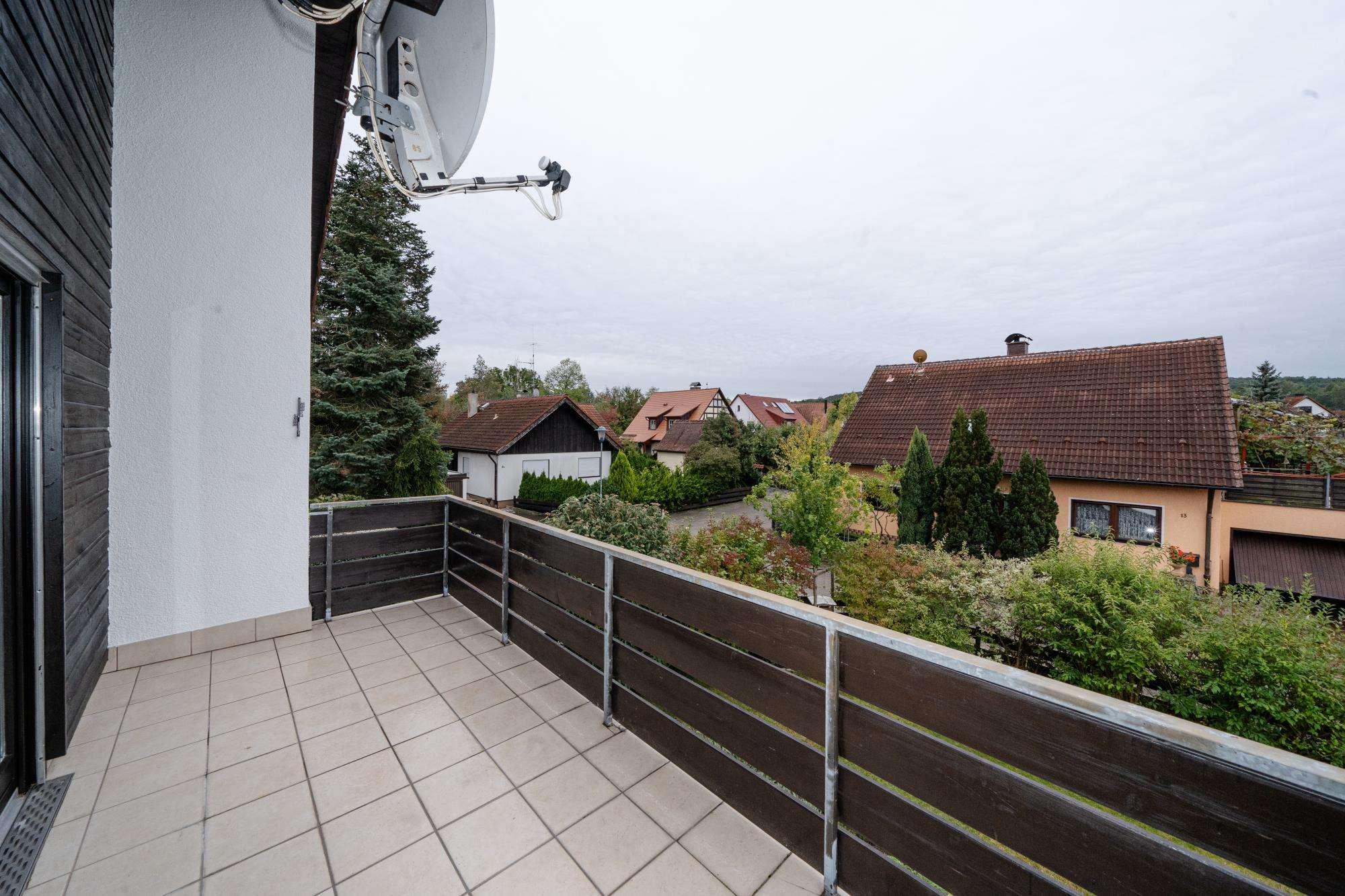 Helle Wohnung mit sonniger Loggia in idyllischer Umgebung! in Oberfürberg / Eschenau (Fürth)