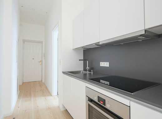 Zwei Zimmer mit Einbauküche, Duschbad und Dielen