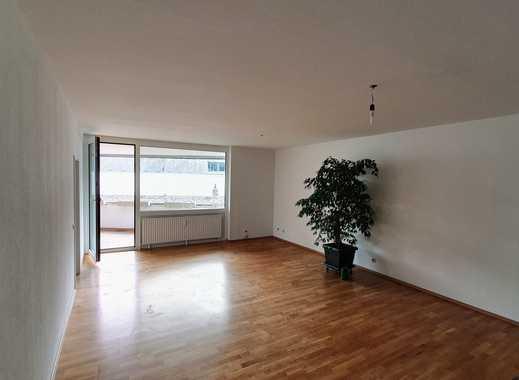 Stilvolle, vollständig renovierte 4-Zimmer-Wohnung mit Balkon und Einbauküche im Herzen von Mainz
