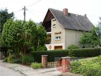Einfamilienhaus mit schön angelegtem Gartenbereich