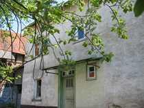 Hofreite mit Nebengebäuden und Garten