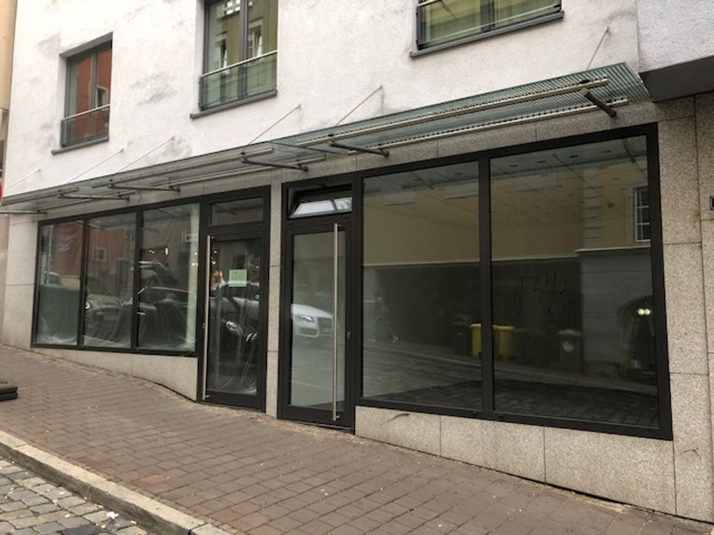 2 Ladenlokale m. jew. Eingang