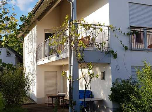 Wohnen im Grünen: 3,5 Zimmer, Küche, Bad und Garten