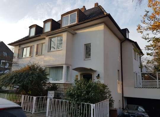 Charmante 3-Zimmer Dachgeschosswohnung in einer Stadtvilla in der Südstadt