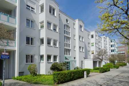 Lichterfüllte 2-Zimmer-Wohnung mit herrlicher Westdachterrasse mit ca. 21 m² in Perlach (München)