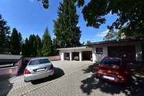 Bild Grundstück mit Garagen, Garten, Freisitz