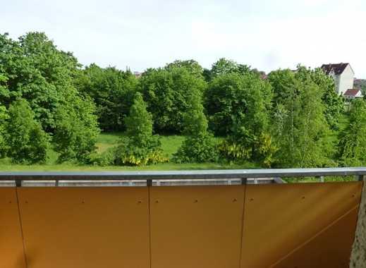 Wohnung in ruhiger Lage mit Blick ins Grüne, Einbauküche,Balkon und Tiefgarage
