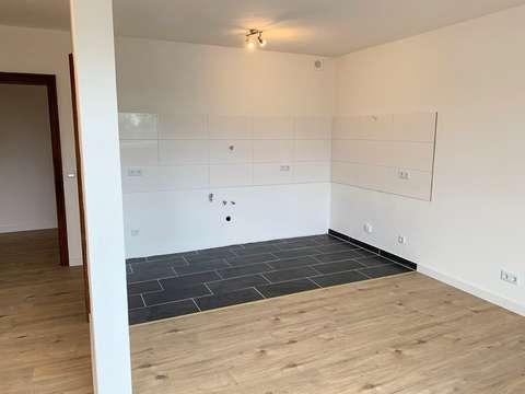 Frisch sanierte 1,5-Zi. Wohnung mit Laminat, offener Küche ...