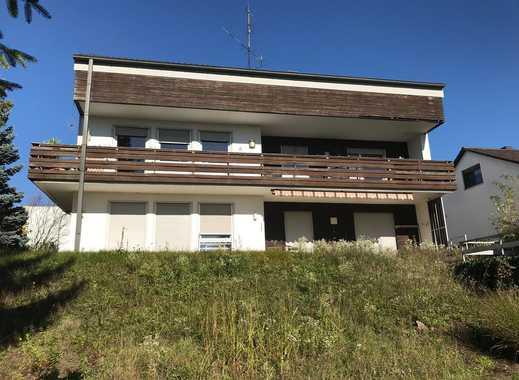 großzügiges Zweifamilienhaus mit viel Ausbaupotential in Amberg
