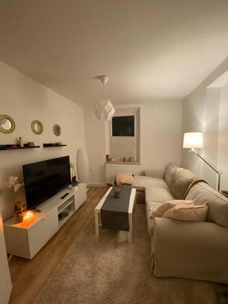 Komplett renovierte 2-Zimmer-Wohnung mit Einbauküche in Augsburg Lechhausen in Lechhausen (Augsburg)
