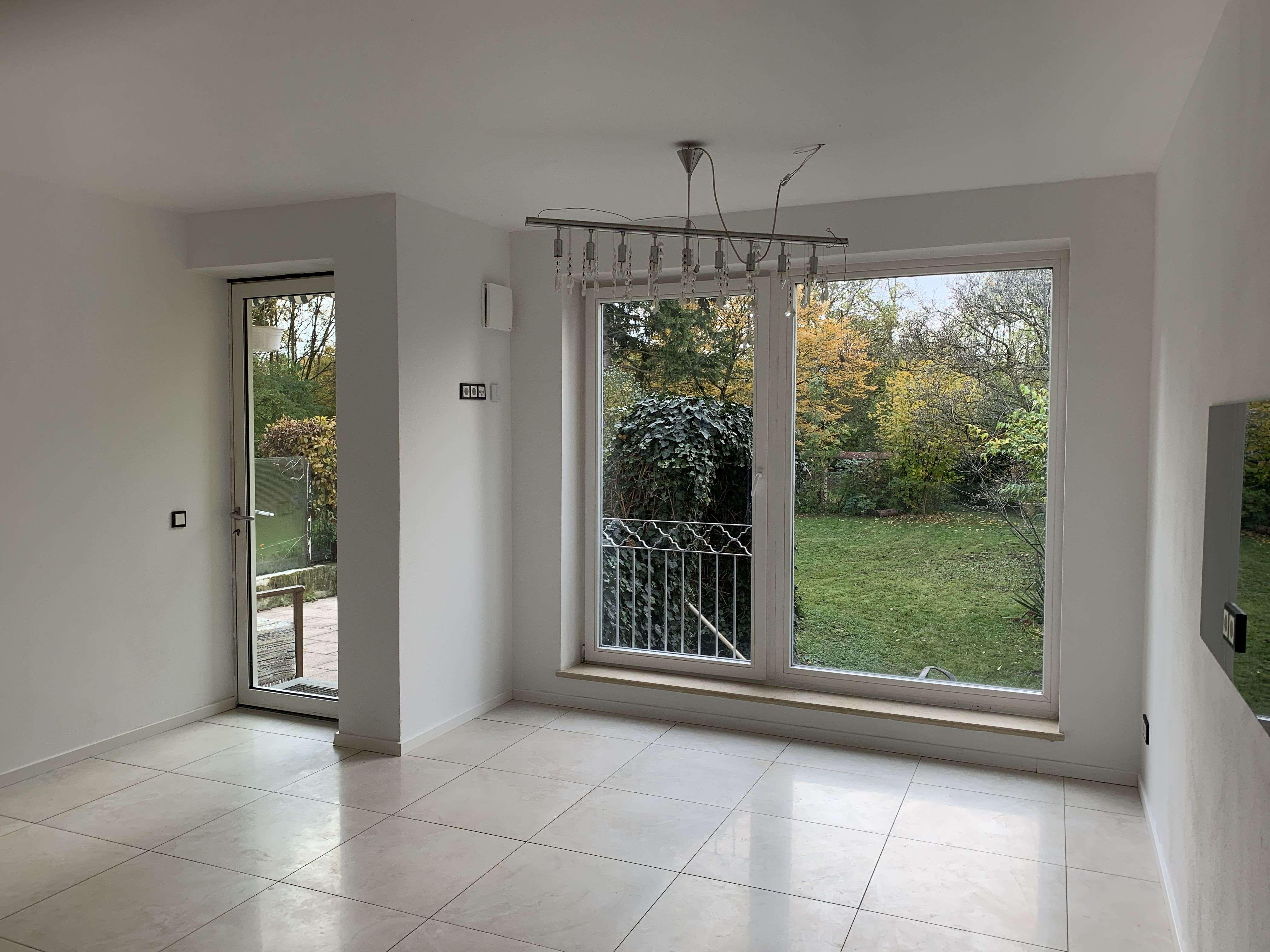 Sonnige hochwertig ausgestattete 2-Zimmer-Terrassenwohnung mit Garten in Rosenheim-Süd (Rosenheim)