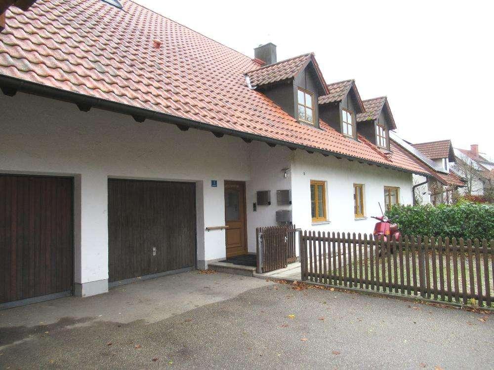 Ch.Schülke-Immobilien; Gemütliche 2-Zimmer-DG-Wohnung mit großem Balkon und komfortablem Speicher in Haag an der Amper