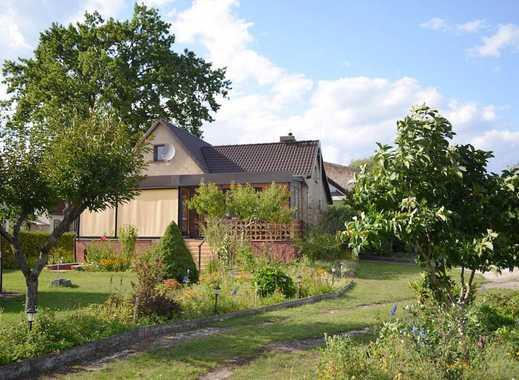 Gepflegtes 3-Zi-Einfamilienhaus mit Einbauküche, Wintergarten, Sauna, Terrasse, Garten und Garage
